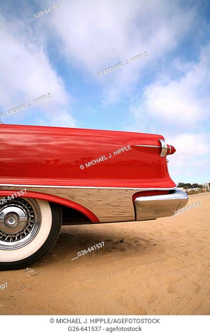 USA, California, San Diego, Classic car on the bluffs at La Jolla