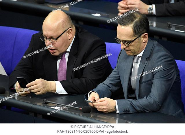 14 March 2018, Germany, Berlin: Peter Altmaier (L) of the Christian Democratic Union (CDU), German Minister of Economics and Energy and Heiko Maas of the Social...