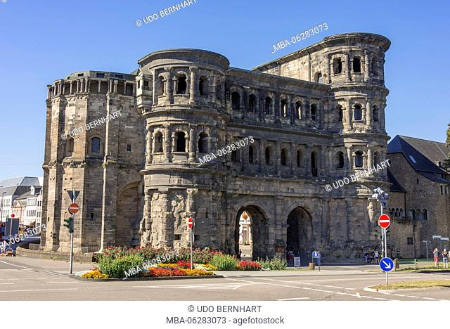 Europe, Germany, Rhineland-Palatinate, the Moselle, Moselle valley, Trier, Old Town, historical city centre, Porta Nigra, Roman town gate