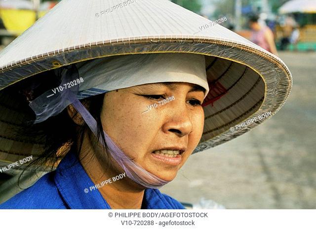 Fisherwoman, Cai Rong, Ha Long Bay, Vietnam