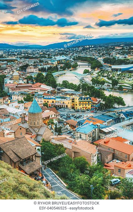 The Top View Of Old Colorful Town And Kura Mtkvari River Under Bridges In Summer Tbilisi, Georgia Beautiful Scenic Sunset Sunrise Dawn Cloudy Sky Background