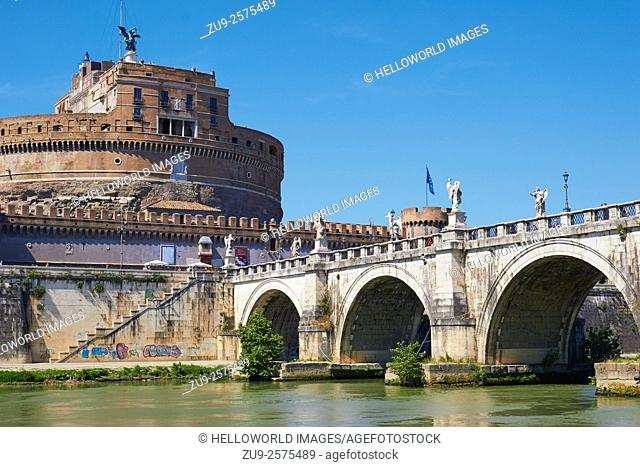 River Tiber and Castel and Ponte Sant'Angelo, Rome, Lazio, Italy, Europe. . Designed and built by Hadrian as his own mausoleum