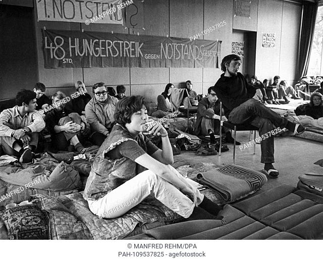 About 100 students of the University of Marburg started a two-day hunger strike on 19 May 1968 in protest against the emergency legislation