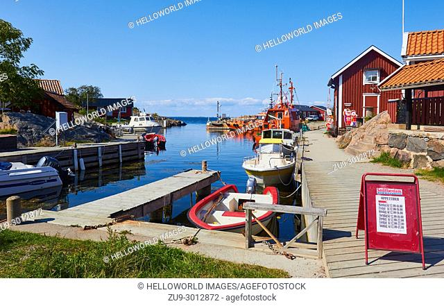 Vasterhamn (west harbour) on the island of Oja (Landsort), the southernmost point in the Stockholm archipelago, Sweden, Scandinavia