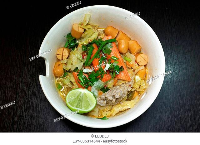 Noodle soup with mixed meat