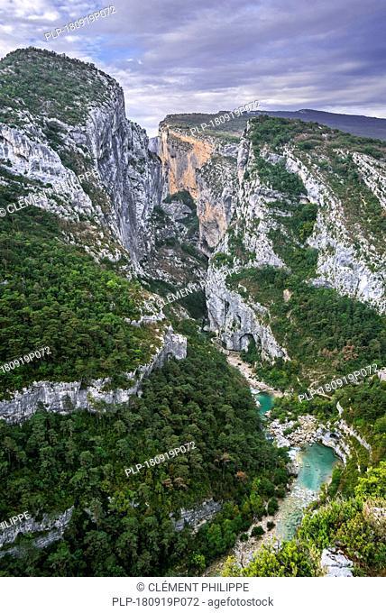 River Verdon at Point Sublime, start of the Sentier Martel in the Gorges du Verdon / Verdon Gorge canyon, Provence-Alpes-Côte d'Azur, France