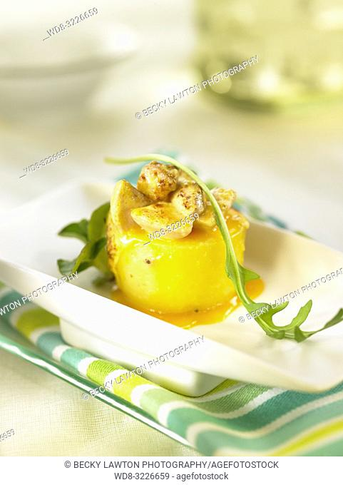 platillo de patatas baby rellenas de foie / baby potatoes stuffed with foie