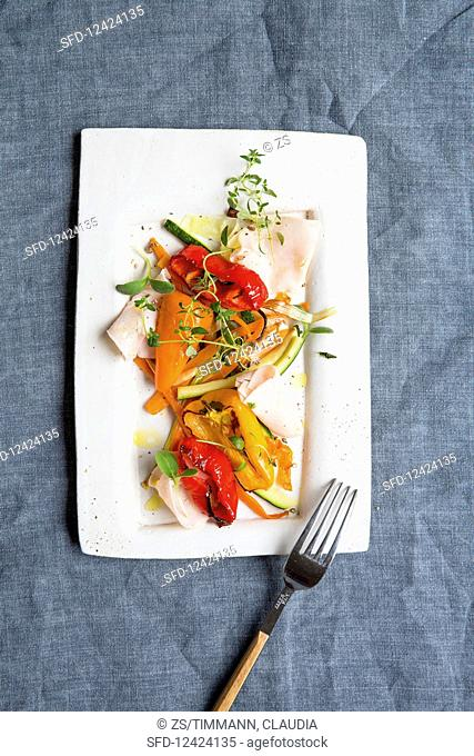 Fried vegetables with sliced turkey breast