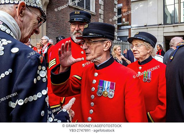 Chelsea Pensioners Chatting With A Pearly King Outside The Church Of St Mary-le-Bow (Bow Bells) After The Pearly Kings and Queens' Harvest Festival, London, UK