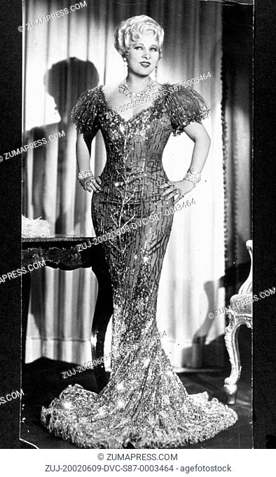 1933, Film Title: SHE DONE HIM WRONG, Director: LOWELL SHERMAN, Studio: PARAMOUNT, Pictured: CLOTHING, EVENING GOWN, MAE WEST, CLEAVAGE, HANDS ON HIPS