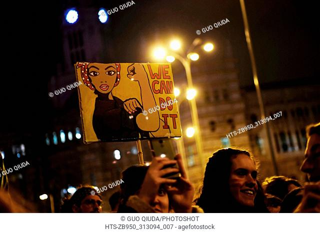 (180309) -- MADRID, March 9, 2018 () -- People participate in the manifestation of International Women's Day in Madrid, Spain, March 8, 2018