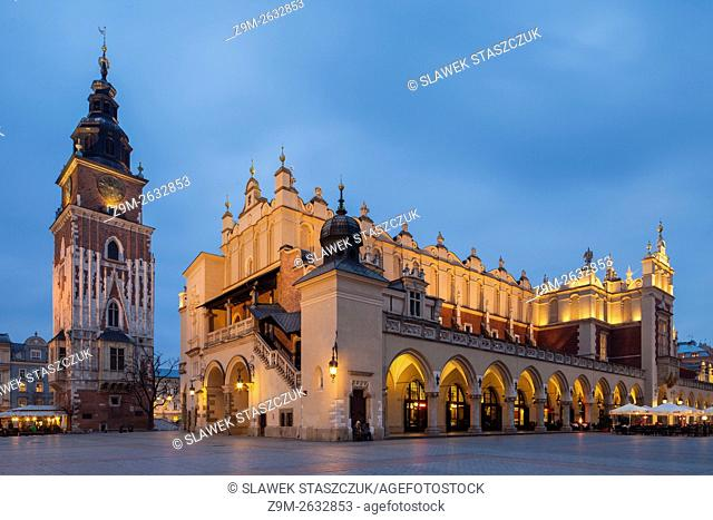 Night falls at Sukiennice (Cloth Market) on the Main Market Square in Kraków Old Town, Poland