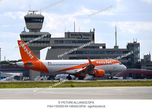 07 May 2019, Berlin: A plane of the airline easyJet lands at the airport Tegel. Photo: Monika Skolimowska/dpa-Zentralbild/dpa. - Berlin/Berlin/Germany