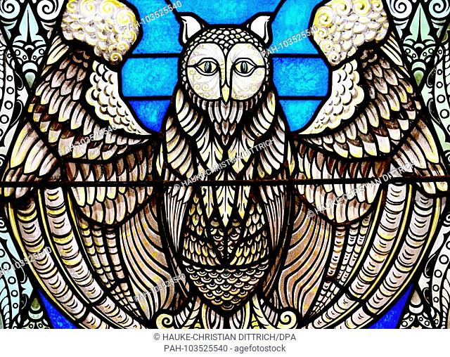 A historic window glas with a owl on it at the university museum in Groningen (Netherlands), 29 April 2018. | usage worldwide