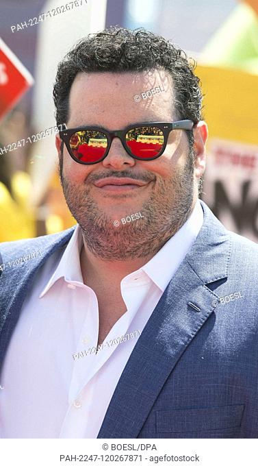 Josh Gad poses at the 'The Angry Birds Movie 2' promotion event at Hotel Carlton Pier, France, one day before th beginning of the 72nd Cannes Film Festival on...
