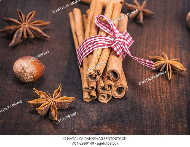 brown cinnamon sticks on a wooden table, close up