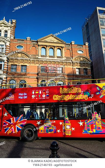 Sightseeing bus passing Royal Court theatre, Sloane Square, Chelsea, London, UK