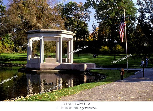 bandstand, Saratoga Springs, New York, NY, War Memorial Bandstand in Congress Park in Saratoga Springs in the autumn