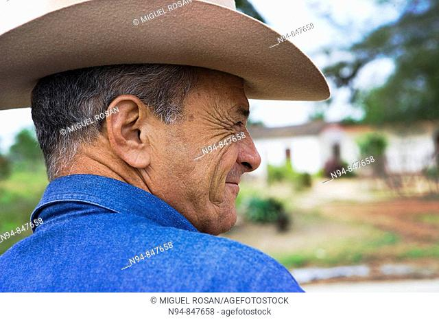 Mature man with cowboy hat