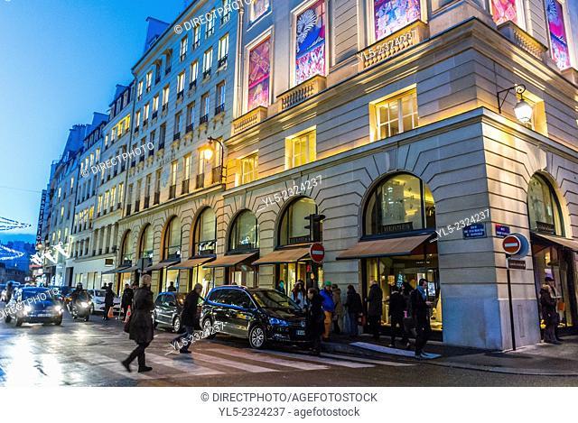 Paris, France, People Christmas Shopping, Outside Street Scenes, Night, Luxury Shops, Rue Faubourg Saint Honoré. Hermés Luxury Shop