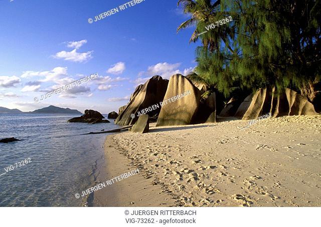 Seychelles, island La Digue. Rocks at th beach of Anse Source a Jean ( Pointe Source de Argent ). - INSEL LA DIGUE, SEYCHELLEN, 01/11/2000