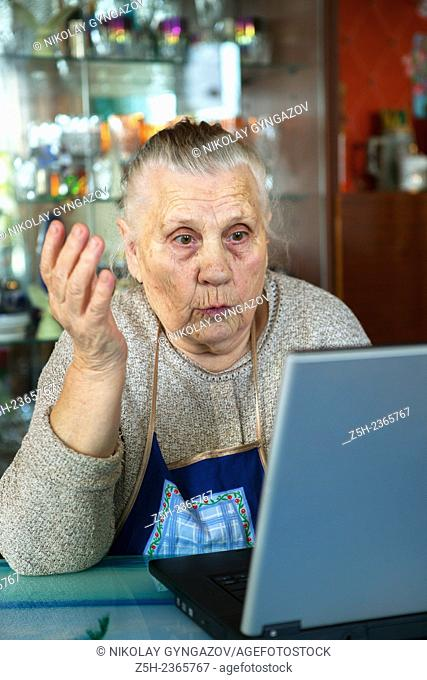 An elderly woman, a lover of computer games