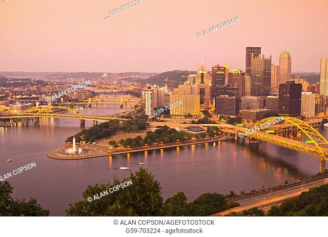 USA Pennsylvania Pittsburgh Downtown/Golden Triangle the confluence of Monongahela (right) and Allegheny Rivers