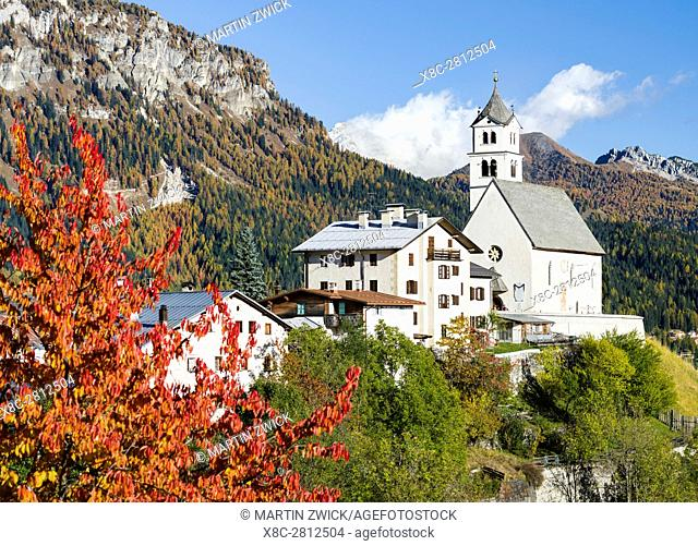 Village Colle San Lucia in Val Fiorentina. The Dolomites of the Veneto are part of the UNESCO world heritage. Europe, Central Europe, Italy, October