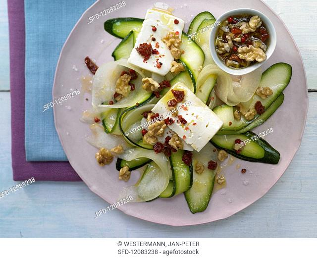 Courgette and melon carpaccio wit sheep's cheese