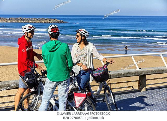 Group of tourists and guide making a bicycle tour through the city, Zurriola Beach, Gros, Donostia, San Sebastian, Gipuzkoa, Basque Country, Spain, Europe