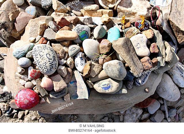 Cruz de Ferro, leftbehind pile of stones, Spain, Leon, Cruz de Ferro