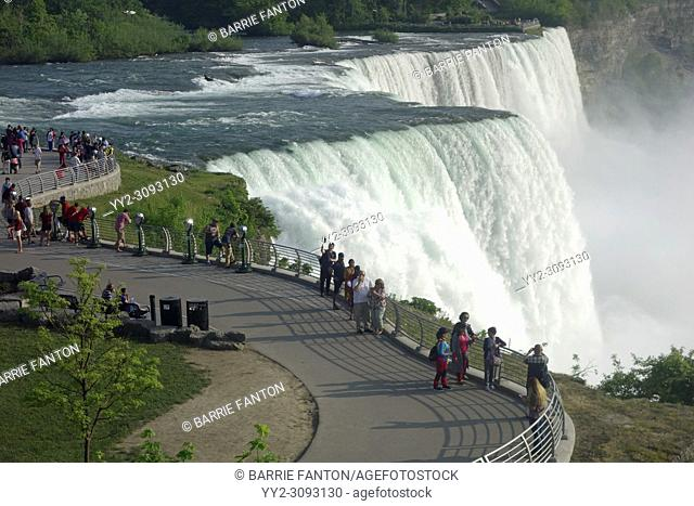 Niagara Falls and Tourists From the American Side, Niagara Falls, New York, USA