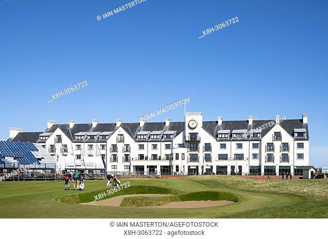 View of Carnoustie Golf Course Hotel behind 18th Green at Carnoustie Golf Links in Carnoustie, Angus, Scotland, UK. Carnoustie is venue for the 147th Open...