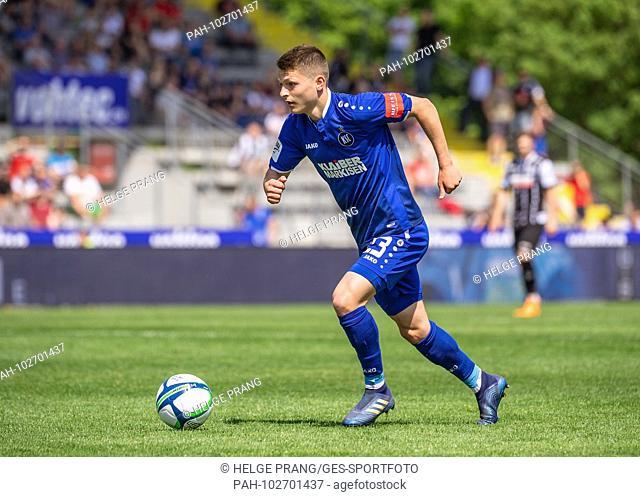 Florent Muslija (KSC) single action, cut out. GES / Soccer / 3rd Bundesliga: GES / Soccer / VfR Aalen - Karlsruher SC, 05.05