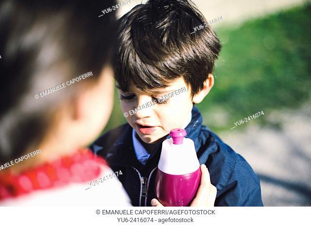 Children will pass a water bottle