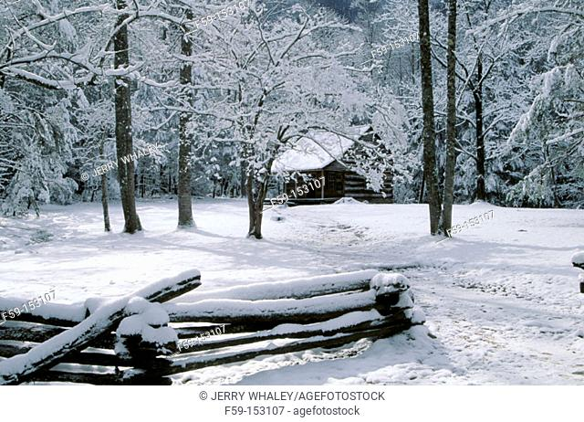 Carter Shields Cabin, Snow, Great Smoky Mountains National Park, Tennessee, USA
