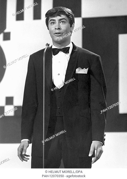 Pop singer Roy Black performs at the German Pop Festival in Baden Baden on the 26th of June in 1966.....Photo: Helmut Morell +++(c) dpa - Report+++ | usage...
