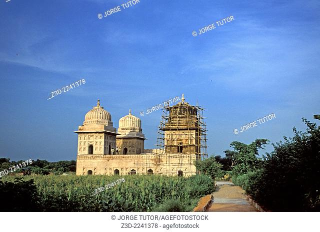 Tomb or cenotaphs in contruction. Orchha Madhya Pradesh, India