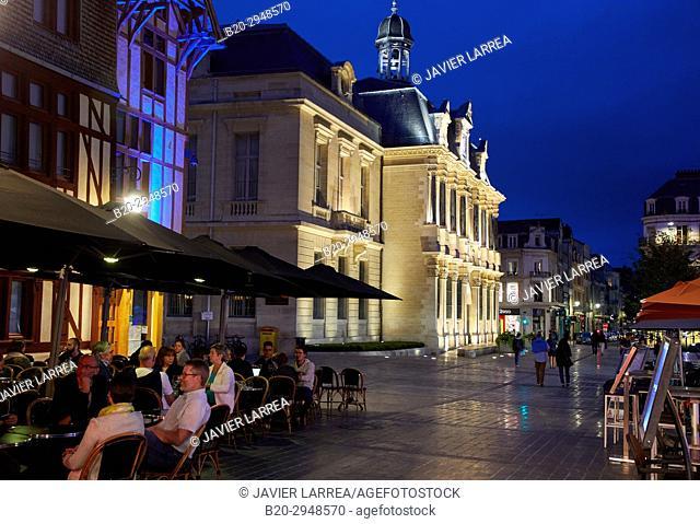 Hotel de Ville, Place Alexandre Israël, Troyes, Champagne-Ardenne Region, Aube Department, France, Europe