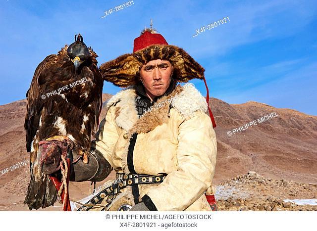 Mongolia, Bayan-Olgii province, Arman, Kazakh eagle hunter, Golden Eagle hunting in Altai mountains
