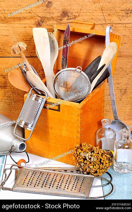 alte Küchenhelfer Küchenutensilien
