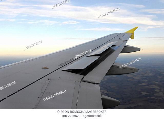 Right wing, Airbus A319, in flight, Stuttgart - London, London, England, United Kingdom, Europe