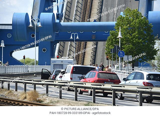 28 July 2018, Germany, Wolgast: There are traffic jams in front of the Peene Bridge of Wolgast on the island of Usedom . Several times a day the combined rail...