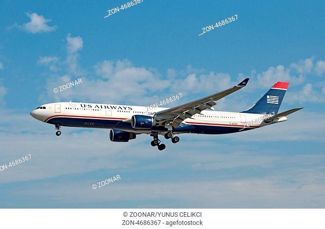 22.08.2010, Ein Airbus A330-323X der US Airways mit der Registrierung N275AY landet auf dem Flughafen Frankfurt am Main (FRA). Foto: Celikci