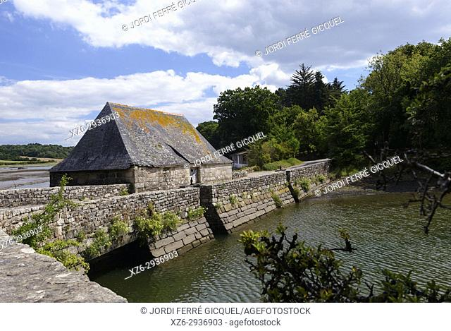 Tide mill, water mill, Moulin À Mer, Étang du Hénant, Névez, Finistère, Brittany, France, Europe