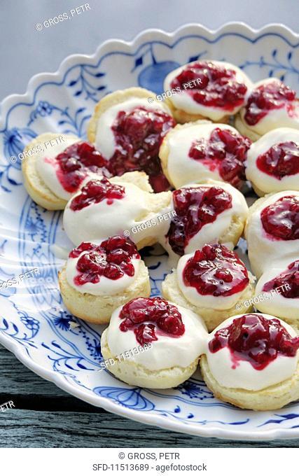 Scones with clotted cream and redcurrant jam
