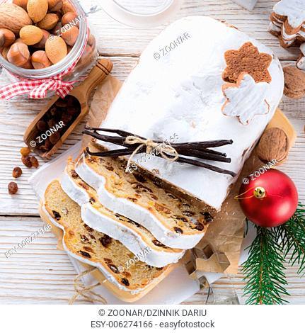 Christmas stollen with vanilla