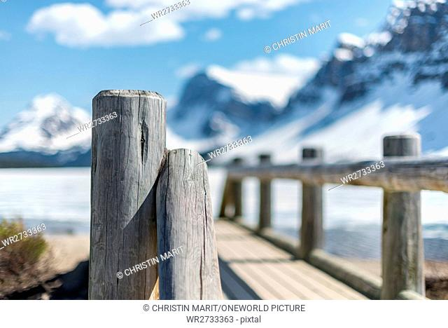 Canada, Alberta, Banff National Park, On the wooden bridge towards the mountains