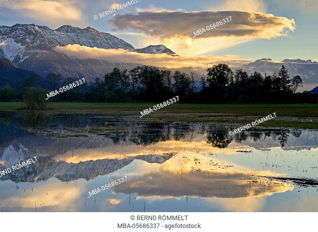 Germany, Bavaria, Upper Bavaria, Werdenfelser Land, view about the Murnauer moss on Estergebirge, Zugspitze massif