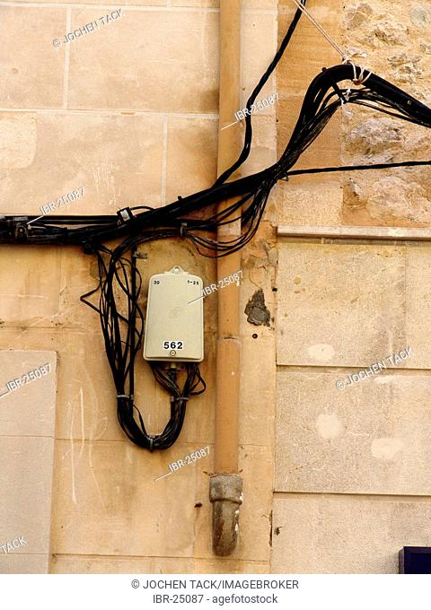 ESP, Spain, Balearic Islands, Mallorca : electrical cables at a private house